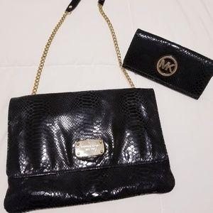 Michael kors wristlet and wallet set